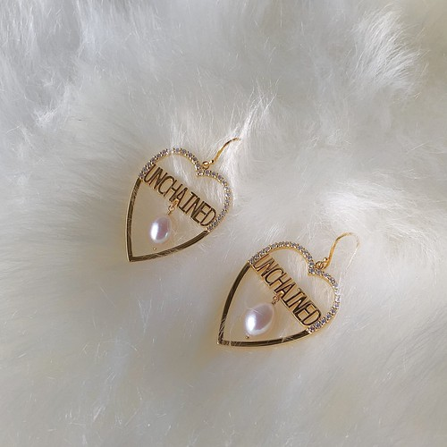 "UCE-30G UNCHAINED Heart Earrings ""BIG LOVE"""
