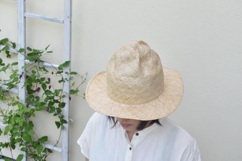 クシュっとつまんで木型で作ったシゾール帽子