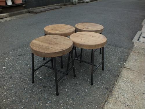 木枠屋 オーク材 アイアンロースツール