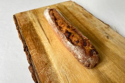 自家製ドライいちぢくとクルミの入ったライ麦パン