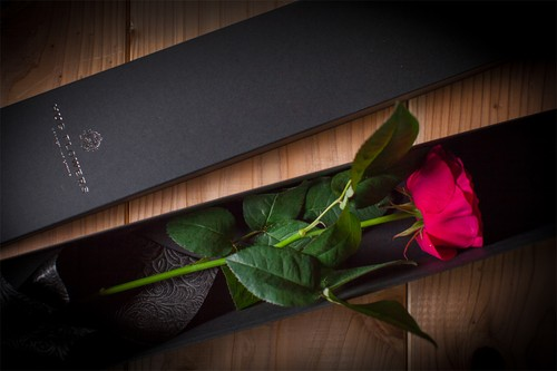 【花のプレゼント】BOXフラワー(赤バラ)ギフトバック付き