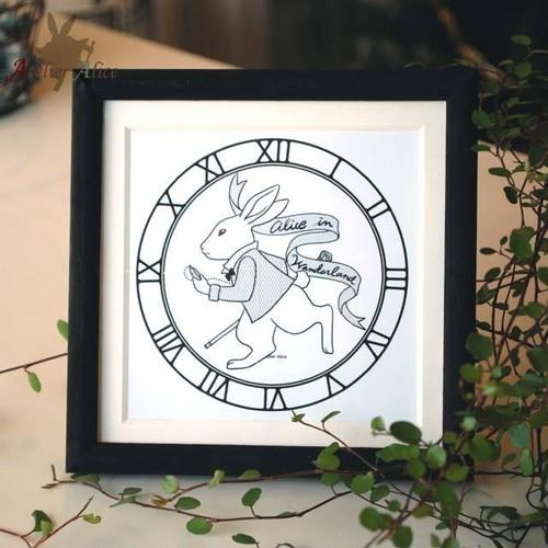 アリスの時計ウサギイラスト(ホワイト / 額:ブラック)