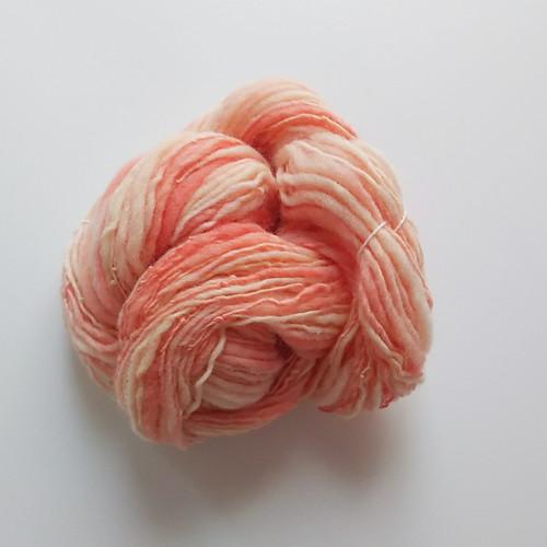 送料込み 手染め羊毛 オリジナル手紡ぎ糸 レインボー染糸 単糸 38g