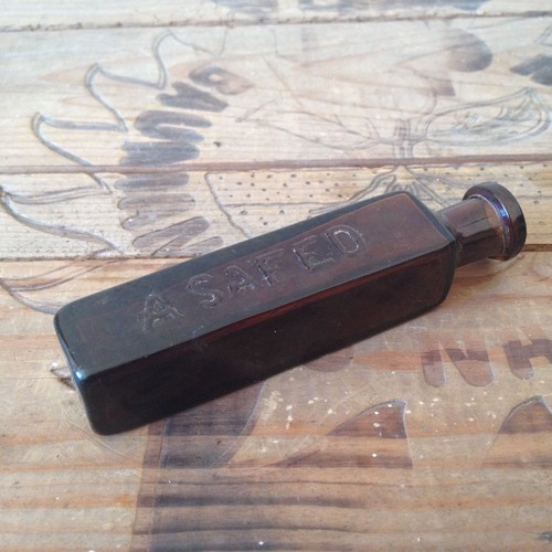 ヴィンテージIERUSALEM/A SAFEDアンバーのガラス瓶