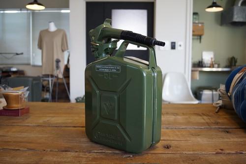 【次回入荷は6月以降となります】VALPRO社 NATO軍ジェリカン 5L スパウトSET カラーグリーン 新品 本物の質感です。