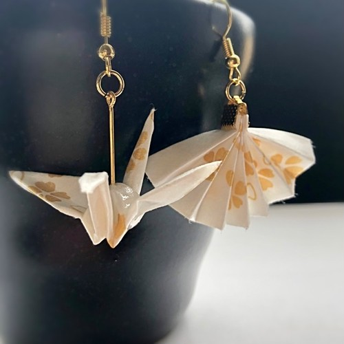 和風ピアス和紙 折り鶴と扇子 Japanese style earrings Origami crane and folding fan