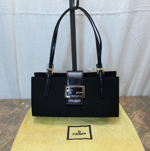 2000000026084FENDI LOGO HAND BAG MADE IN ITALY/フェンディロゴハンドバッグ