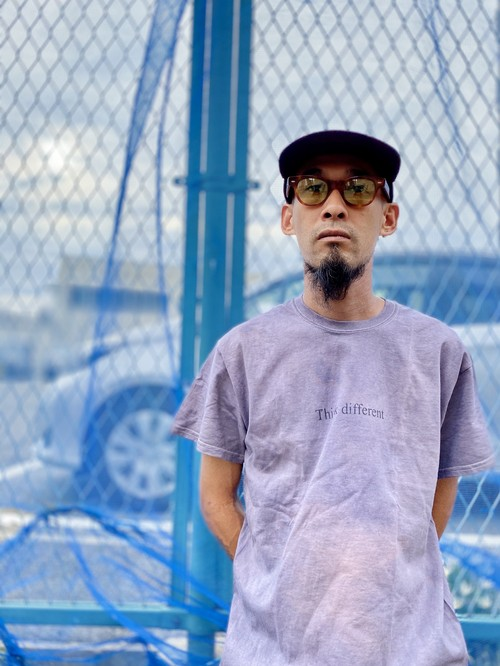 """Think different""""Over dye logoTee""""Hand-printed/Col.Dull gray"""