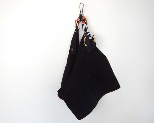 サコッシュ トップス (black × black yellow flower kanga)
