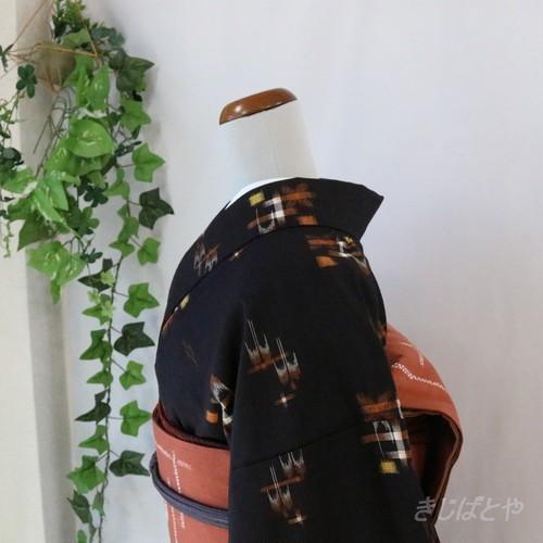 正絹紬 黒地に燕絣の小紋 袷