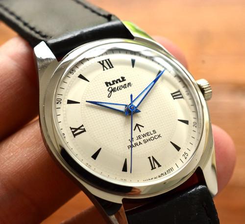 極上品◇HMT Jawan ミリタリー 手巻き 腕時計 パラショック 17石 ブロードアロー オフホワイト