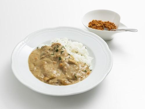 冷凍お惣菜「チキンとキノコのビアンコカレー 特製スパイス付き」