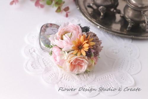 ピーチピンク系のお花のコサージュ コサージュ 髪飾り カゴバッグ 麦わら帽子にも 花 ピンク