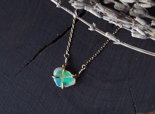 【一点物】原石のオパールのネックレス