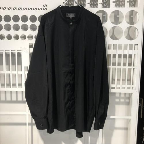 黒のエレガントなスタンドカラーシャツ