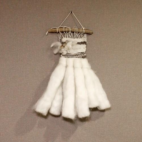 羊毛たっぷり北欧風タペストリー 白
