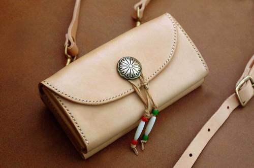 【受注製作】本革サドルレザーのショルダー長財布(コンチョ)