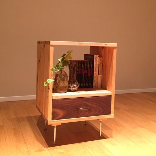 桧×ウォルナット 使い勝手のよいサイドテーブル