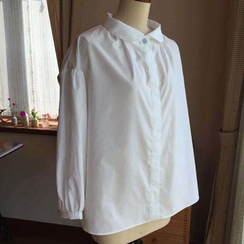 白布のふんわり丸衿ブラウス