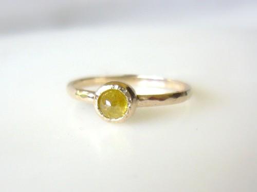 ナチュラルダイアモンドの指輪(イェロー)