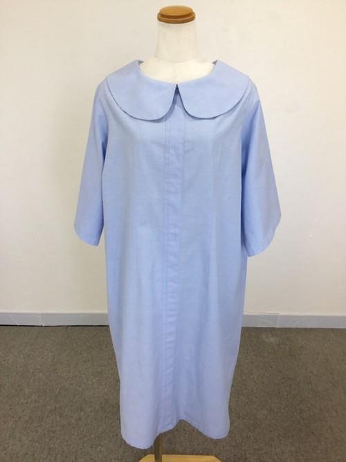 エレガントに、カジュアルに。大人のシャツワンピ風スタイル。 綺麗な水色ダンガリー素材の爽やか五分袖丸襟ワンピース。一点もの コットン100% 快適 通勤 通学 万能 夏 オールシーズン ミモレ丈
