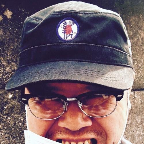 紫歯茎労働帽子