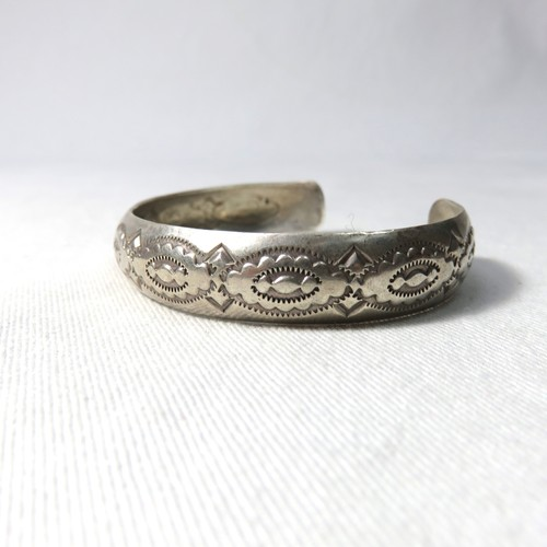 "OLD INDIAN STERLING SILVER BANGLE ""NAVAJO""  (B-3)"