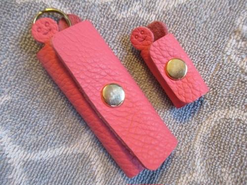 【新色・ローズアザレのセット】鍵1本・ちょっと突き出た革キーケース ミニ&コードホルダー