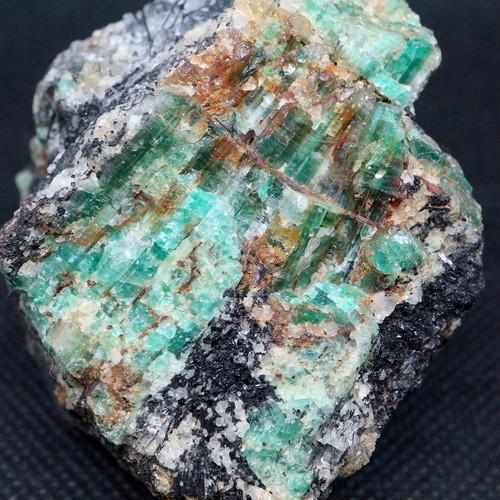エメラルド 原石 標本 鉱物 177,4g ED052 ベリル 緑柱石 パワーストーン 天然石