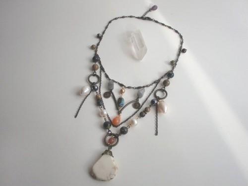 天然石と淡水真珠のデコラティブネックレス・アンティーク風