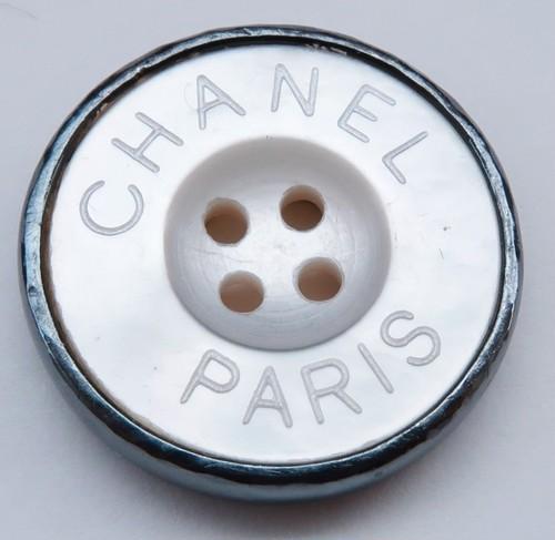 CHANEL VINTAGE(シャネル ヴィンテージ)CHANEL PARIS  ロゴ デザイン  ボタン ホワイト