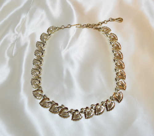 "VINTAGE ""CORO"" silver color necklace"