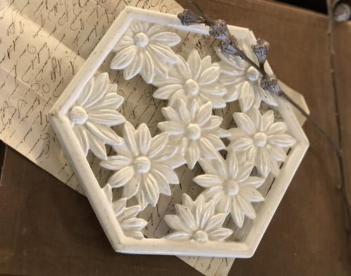 ブロカント 白い六角形のトリペット(鍋敷き)