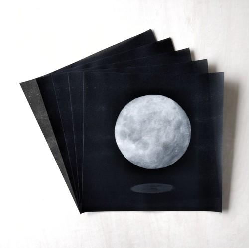 正方形の自由紙 半透明 月のモニュメント