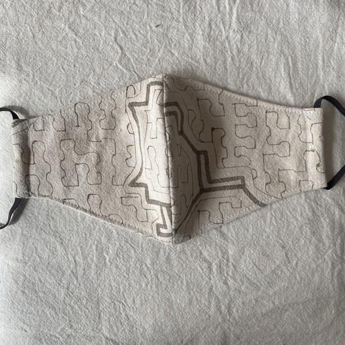 泥染めマスク42 白模様小 11cm シピボ族の工芸布 アマゾンの草木染め