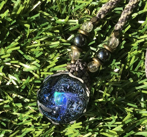 Dichiro opal.macramé