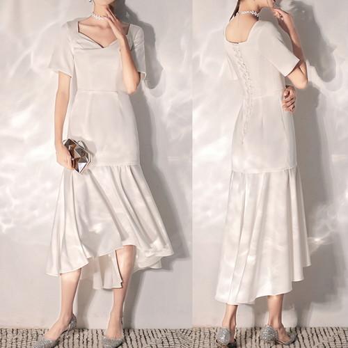 ホワイトドレス 裾フリル フィッシュテール ウエディング レースアップ