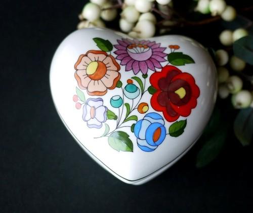 カロチャ  ハート型   小物入れ   KALOCSA東欧 ハンガリー磁器 刺繍