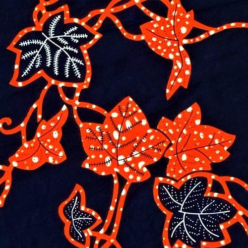 アフリカンプリント生地/アフリカ布/カットクロス/はぎれ/50cm単位/水通し済み/ボタニカル/オレンジ×ブラック