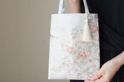 【花 蝶々模様 藤色・淡いブルー シルク帯 ミニサブバック フォーマルバック】日常使い、結婚式、パーティーに。