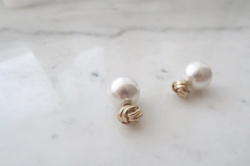 knot pearl catch pierce