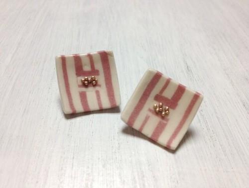 ピンク ストライプ ピアス