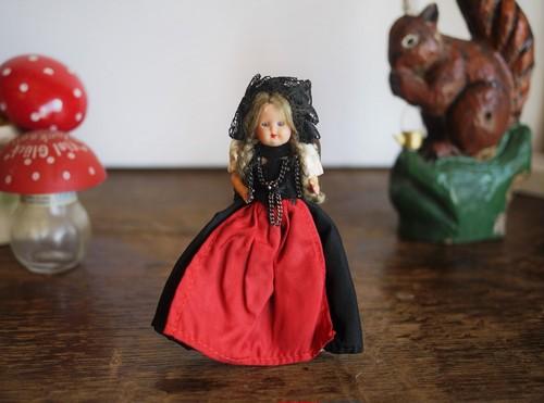 スリープアイドール  民族衣装を着たお人形 ミニョネット フランス