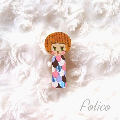 POLICO(w) 女の子こけしブローチA