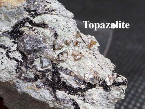 メラナイト & トパゾライト ガーネット 灰鉄柘榴石 原石 17,9g AND021 鉱物 標本 原石 天然石