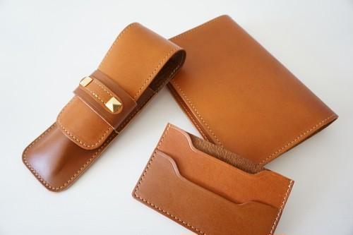 Leatherペンケース&ブックカバー&カードケースのセット(キャメルとブラウンのコンビネーション)