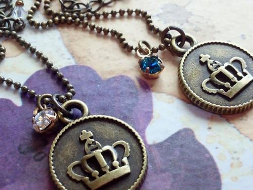王冠プレートとクリスタライズのドール用ネックレス