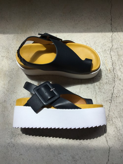 GVGV  PLATFORM LEATHER SANDALS  (NAVY)