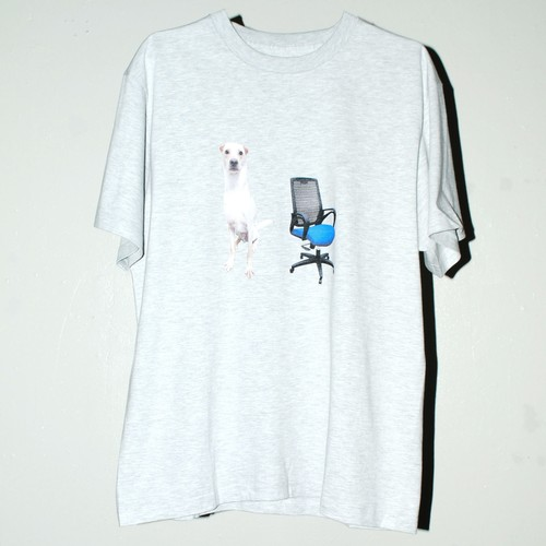『Sid and Geri』Dog and Chair T-shirt