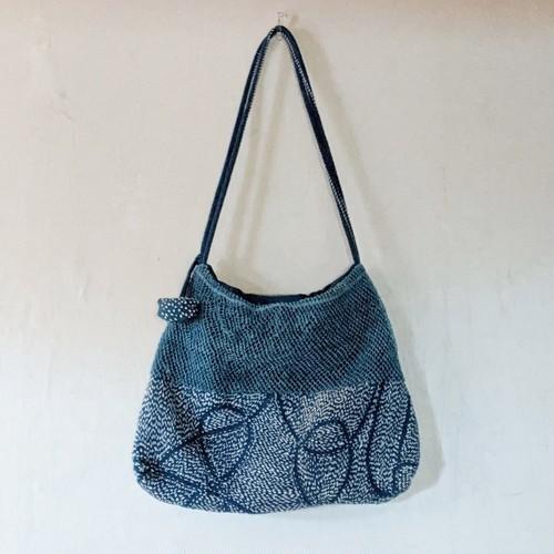 チェンマイ ヤオ族が作る手編みと刺し子の藍染めショルダーバッグ①